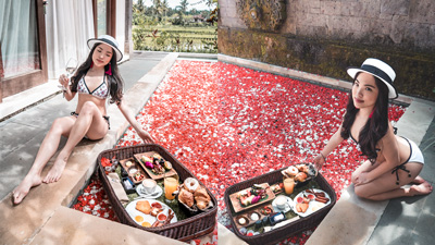 Floating Breakfast + Pool Villa Combo at Desa Visesa Ubud Bali!