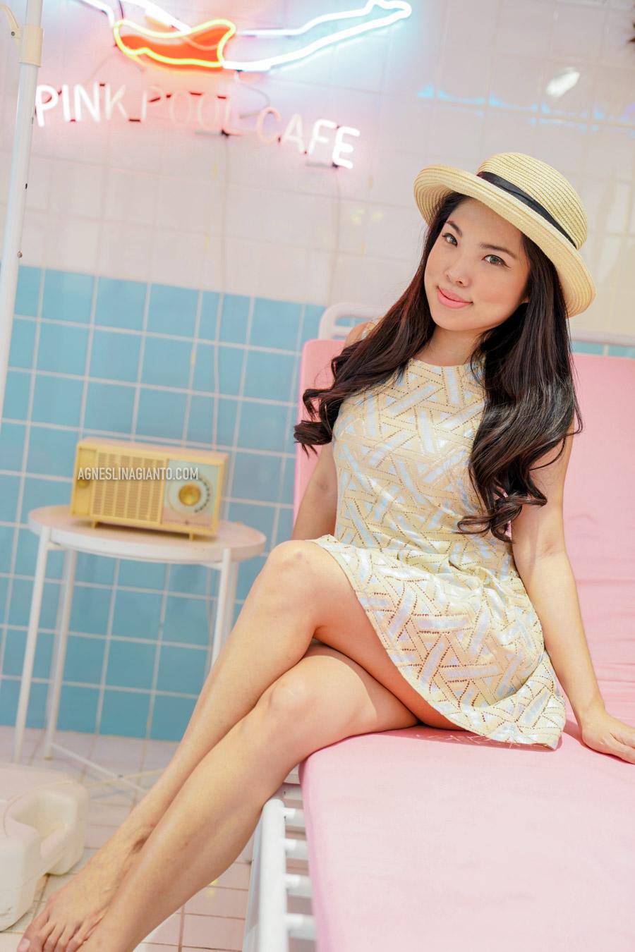 Girl at Stylenanda Pink Pool Cafe in Bangkok (Pink Pool Hotel)