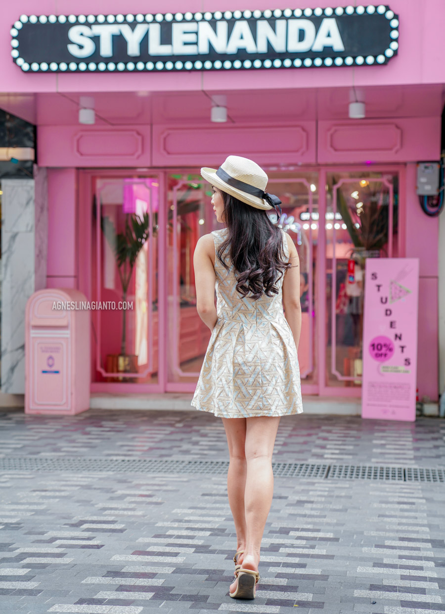 Girl in front of Stylenanda Pink Pool Cafe (store) in Bangkok
