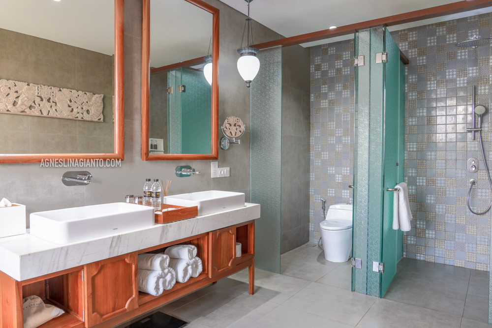 Washroom and Shower room at Kuta Seaview Boutique Resort