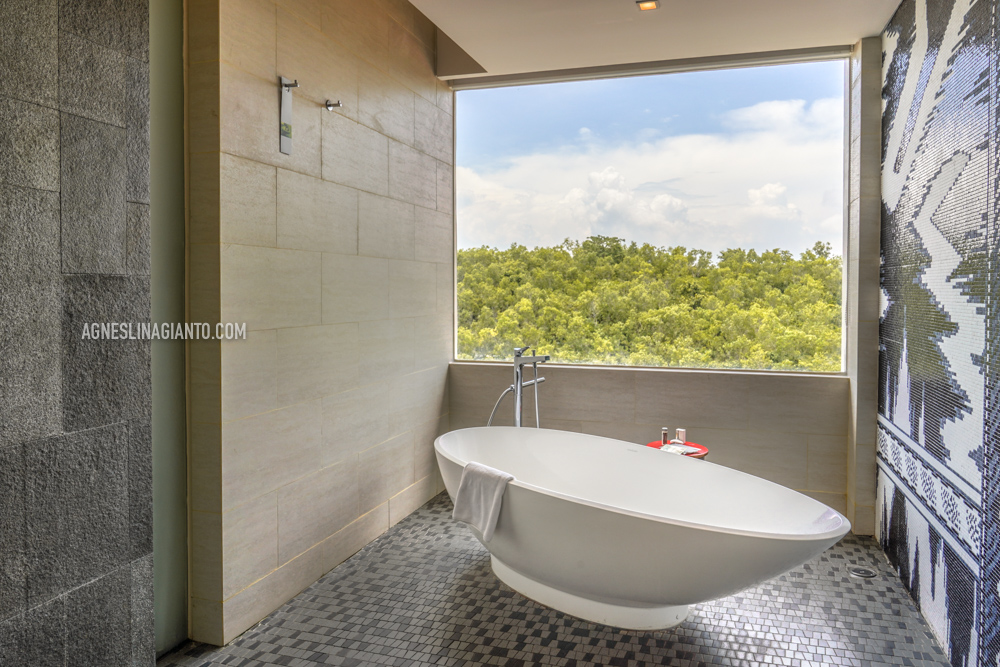 Luxurious bathtub at hotel in Bali, Renaissance Uluwatu Bali